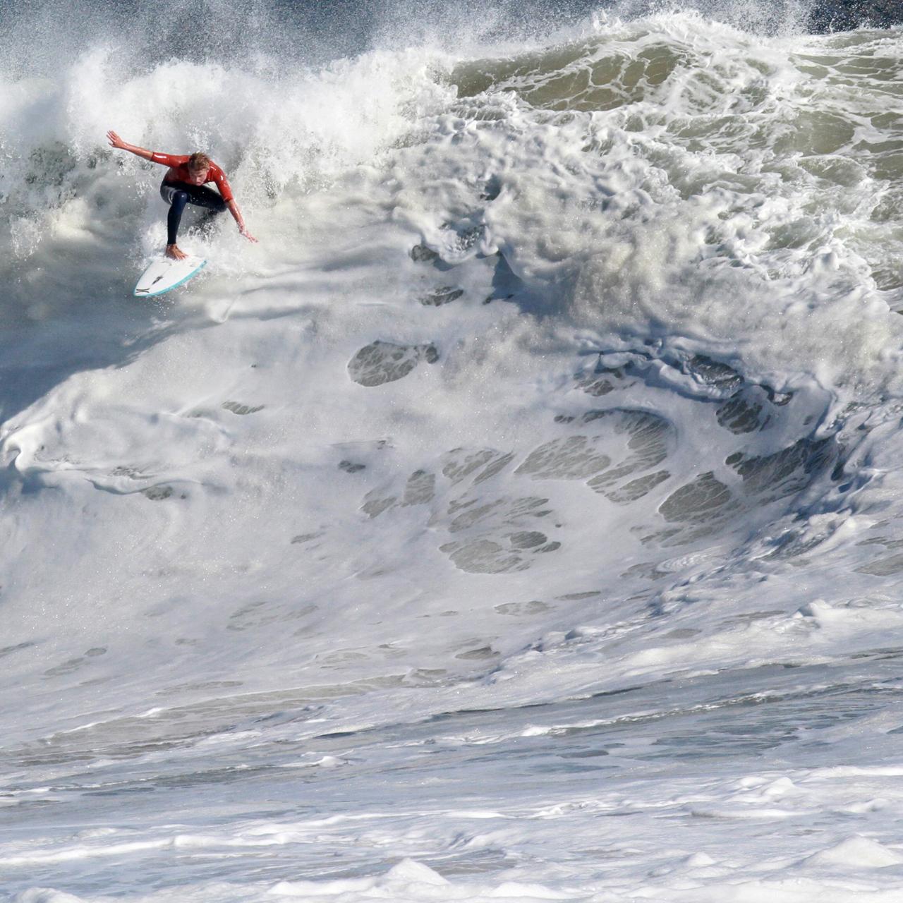 Crop - Jordan Collins Shreds The Wedge | Hurricane Marie, August 27th, 2014